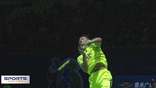 Ein spektakulärer Schlag im Badminton: der Vorhand-Smash