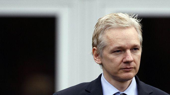 Assange será interrogado en Londres