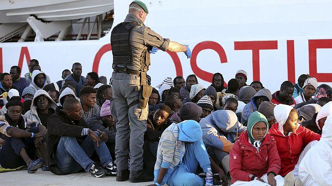 Новые нелегальные мигранты доставлены в сицилийский порт Поццалло