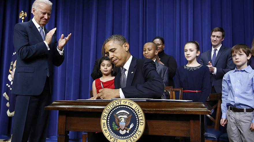 Image: President Barack Obama signs executive orders on gun violence