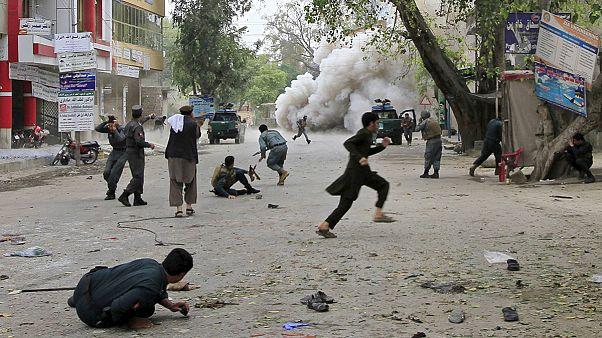 Sok halott, rengeteg sebesült az afganisztáni Dzsalálábádban egy öngyilkos merényletben