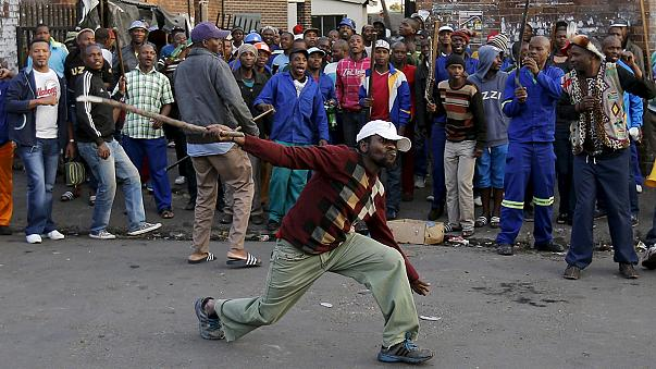 Sudafrica, stranieri in fuga a causa delle violenze xenofobe