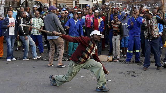 Güney Afrika'daki göçmenler şiddet olayları sonrası ülkeden kaçmaya başladı