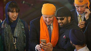 Βρετανία: Προεκλογικός αγώνας με Σιχ, Γκάντι και αριστερά δημοσιονομικής πειθαρχίας!