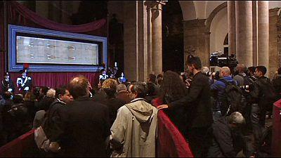Jesus oder nicht Jesus? Umstrittenes Grabtuch in Turin ausgestellt