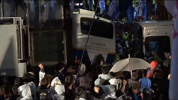 پلیس کره جنوبی با معترضان فاجعه کشتی تفریحی درگیر شد