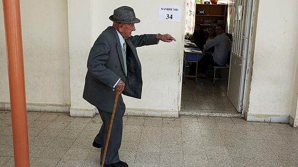 Los grecochipriotas siguen con atención las elecciones al otro lado de la línea verde