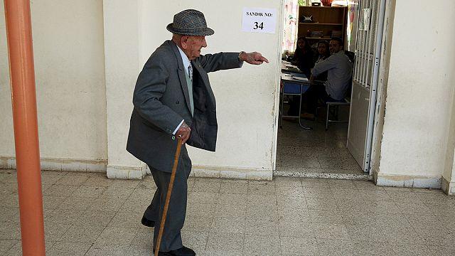 القبارصة اليونانيين يتابعون الانتخابات في الشطر التركي بإهتمام شديد