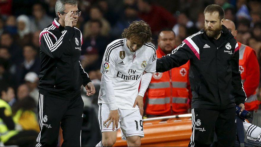 El Barcelona mantiene su ventaja frente a un Real Madrid que pierde a Modric