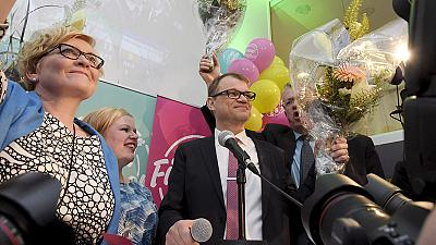 Finlândia: Centristas estendem a mão a eurocéticos após vitória nas legislativas