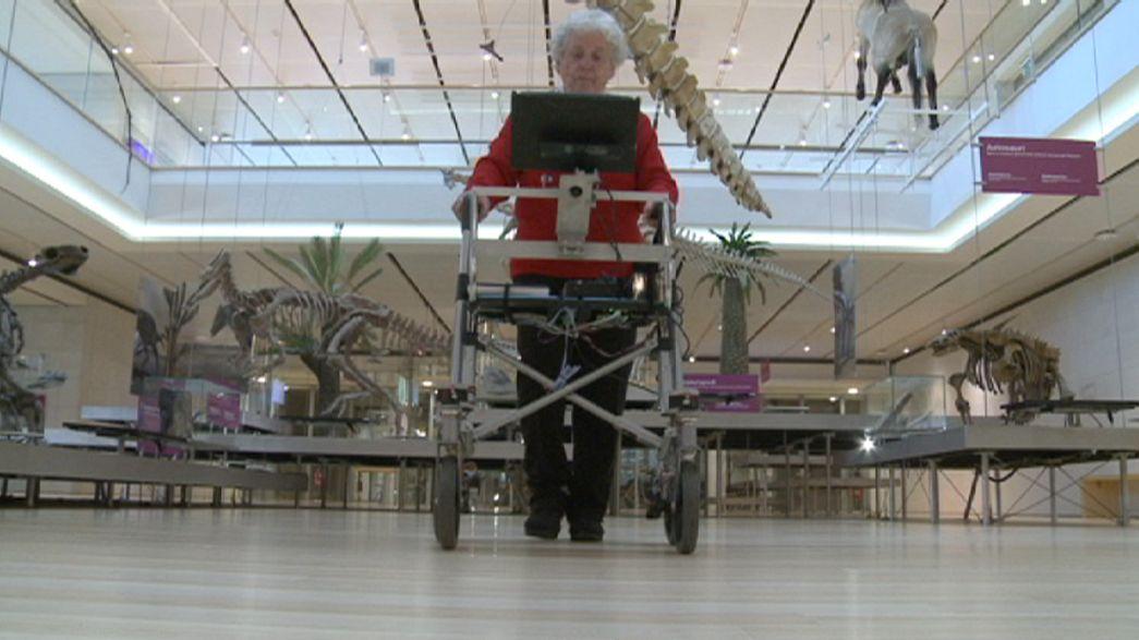 Yaşlılar için tasarlanan robot yürüteç test ediliyor