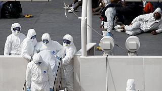 جستجو برای یافتن قربانیان قایق غرق شده در ایتالیا ادامه دارد