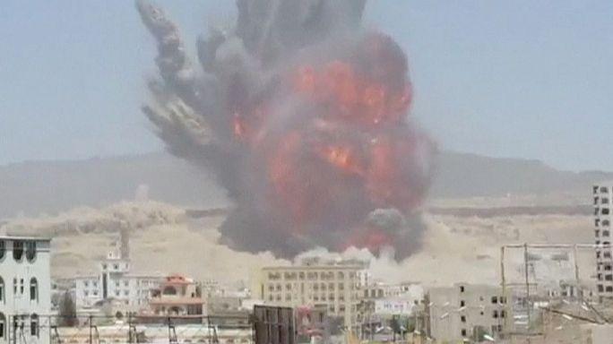 Támaszpontot bombázott le a szaúdi légierő a jemeni fővárosban – 30 halott, 300 sebesült
