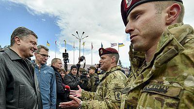 Ucraina: arrivati 250 addestratori USA, Poroshenko ringrazia