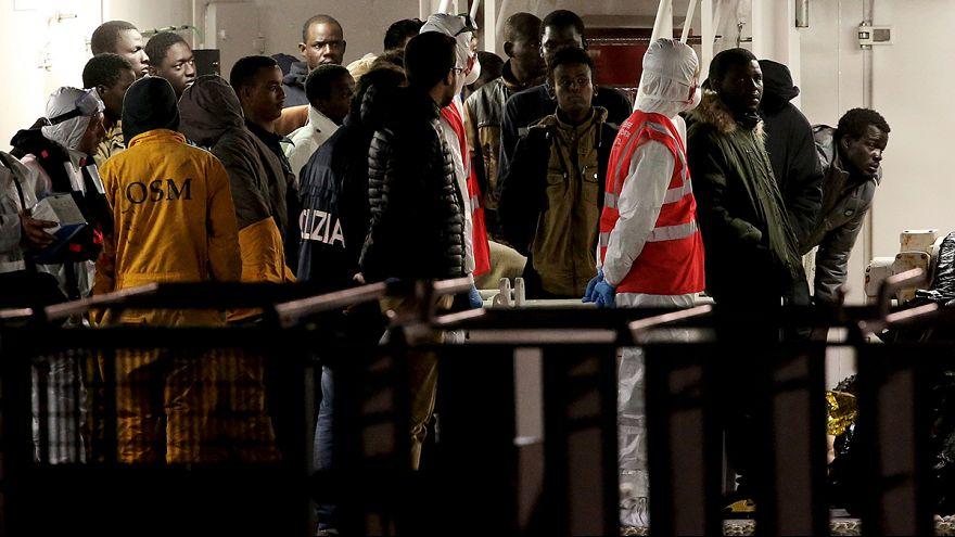 Sobreviventes de naufrágio chegam à Sicília