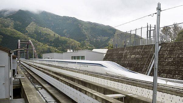 Ιαπωνία: «Ιπτάμενο» τρένο σπάει τα κοντέρ
