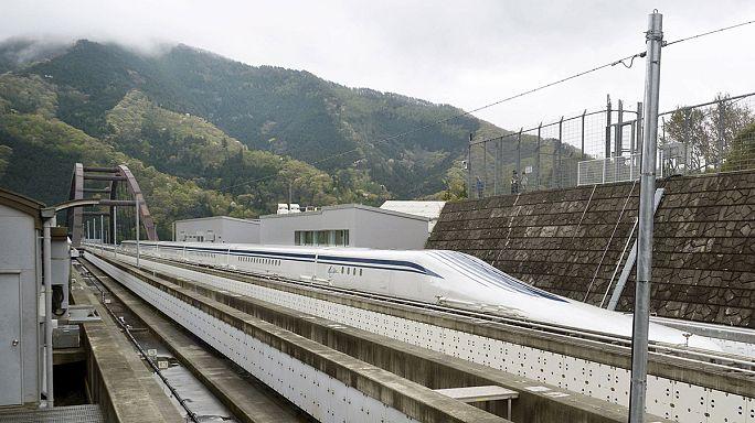 """القطار الياباني """"ماغليف"""" يحطم الرقم القياسي للسرعة بالغاً 603 كم/ساعة"""