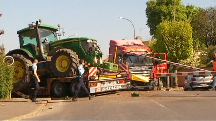 Un tren choca con un camión en un paso a nivel en Francia