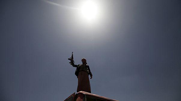 Riad ordena a la Guardia Nacional que participe en las operaciones contra los hutíes en Yemen
