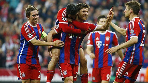 Bayern Münih ve Barcelona güle oynaya yarı finale