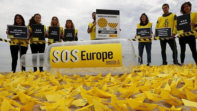 Amnesty International: Európa nyissa meg a kapukat a menekültek előtt!