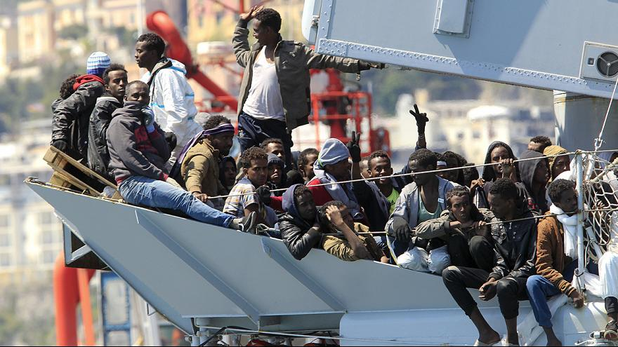 Hundreds more migrants land in Italy as protests put pressure on politicians
