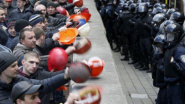 اعتراض و اعتصاب صدها معدنچی اوکراینی در مقابل مقر ریاست جمهوری