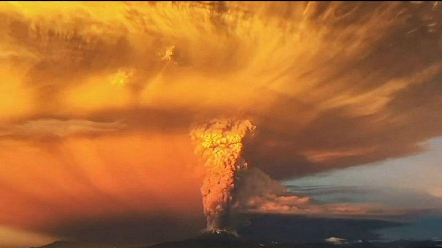 Vulcão Calbuco entra em erupção no Chile