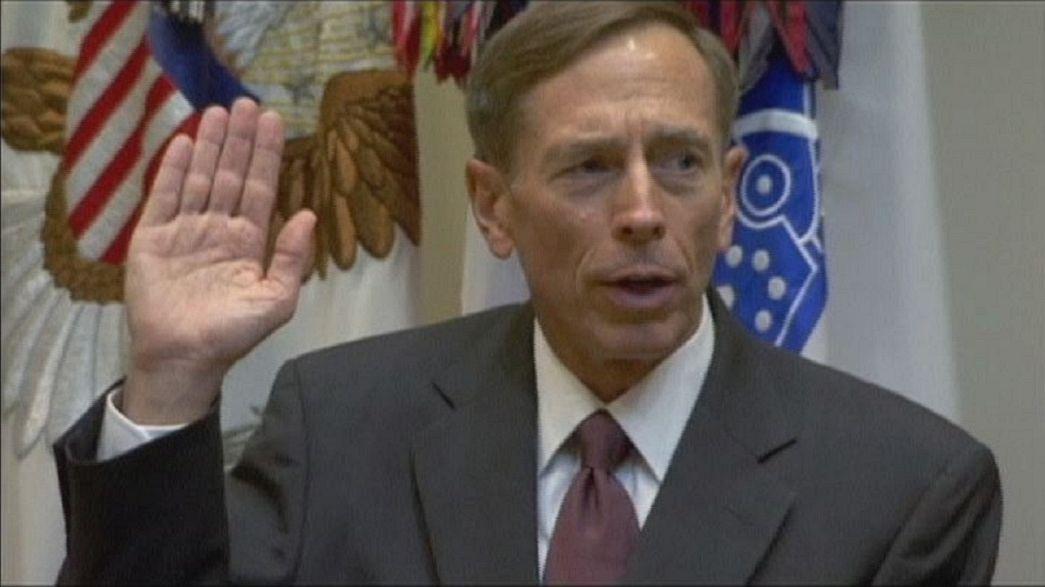 Dos años de libertad condicional y multa al exjefe de la CIA