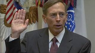 Mise à l'épreuve et lourde amende pour l'ex-général américain David Petraeus