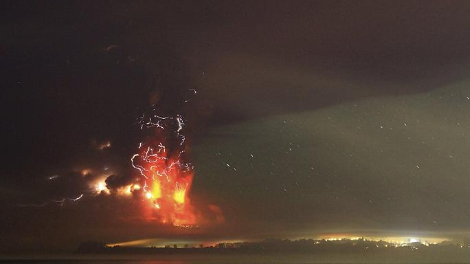Şili'de uyanan volkan gökyüzünü cehenneme çevirdi