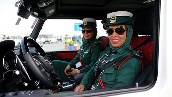 Come chiedere informazioni a Dubai ? Mai toccare la spalla, se il poliziotto è donna