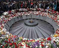 """100 ans après: l'hommage aux victimes du """"génocide"""" arménien"""