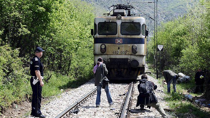 Группа беженцев попала под поезд в Македонии