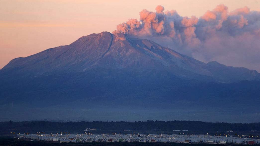 Ash cloud from Chile volcano grounds flights to Buenos Aires