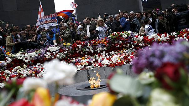 """Manifestations pro et anti """"génocide"""" à Istanbul"""