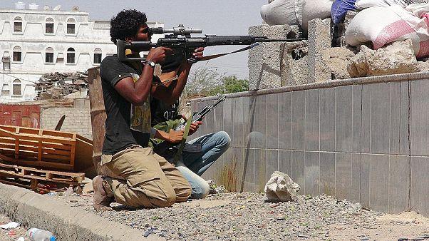 27 قتيلاً على الاقل في معارك جنوب اليمن