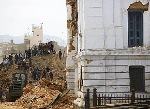 Powerful earthquake rocks Kathmandu