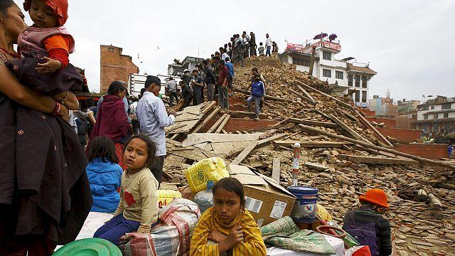 ارتفاع حصيلة ضحايا زلزال النيبال إلى حوالي سبعمائة قتيل