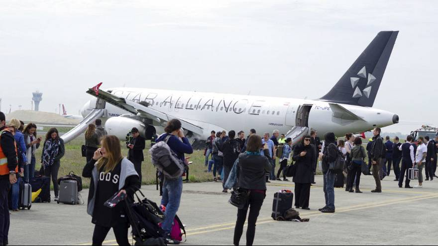 THY uçağının motoru İstanbul semalarında alev aldı