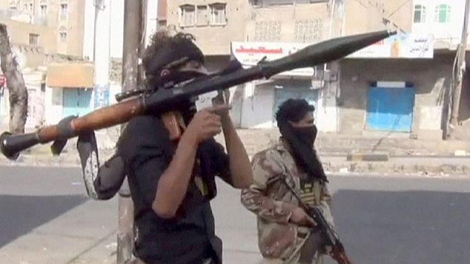 Une centaine de morts en 24h au Yémen