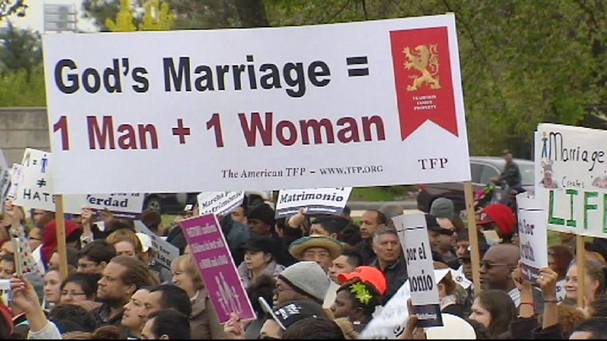 مظاهرات ضد زواج مثليي الجنس في واشنطن قبل قرار المحكمة العليا