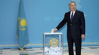 """Cazaquistão: Nazarbayev """"favorito"""" nas presidenciais antecipadas"""
