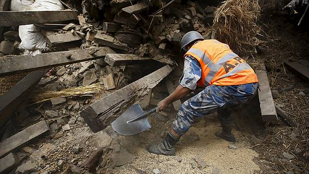 Number of dead in Nepal quake continues to rise