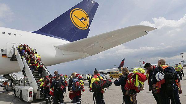 Uluslararası yardımlar Nepal'e ulaşmaya başladı