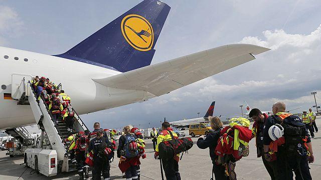 بدء وصول المساعدات الانسانية إلى النيبال