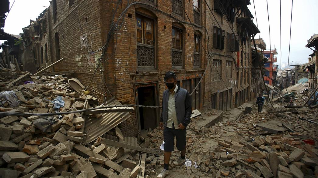 Frantic search for Nepal quake survivors, as aid begins to arrive