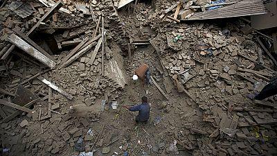 Nepal, cresce il numero delle vittime. In arrivo i primi aiuti internazionali