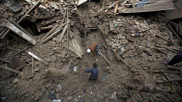 Akár nyolcezren is meghalhattak Nepálban a földrengésben