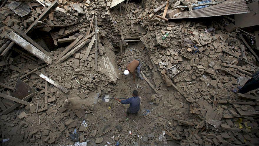 Opferzahl steigt weiter: Mehr als 3200 Tote bei Erdbeben in Nepal